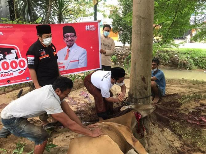 Teladani Nabi Ibrahim AS, PKS Makassar Berbagi Daging Kurban